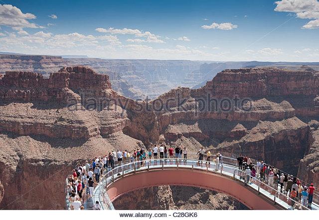 Ein Blick auf den Skywalk über den Grand Canyon. Stockbild