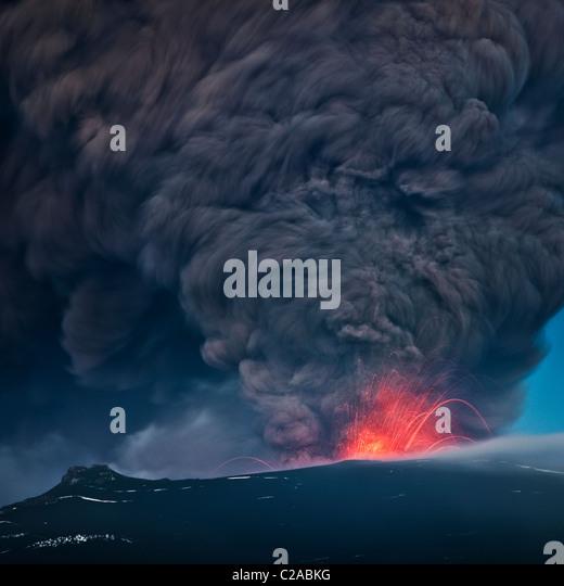 Aschewolke mit Lava aus Island Vulkanausbruch Eyjafjallajökull, April 2010 Stockbild