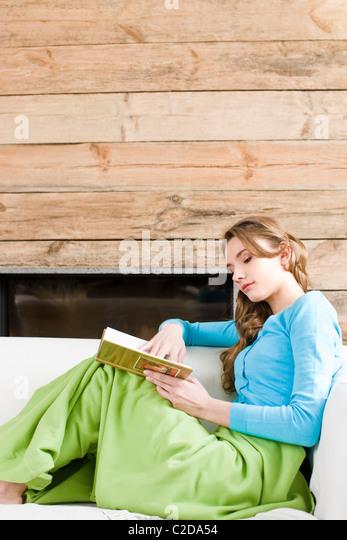 Frau-Lesebuch Stockbild