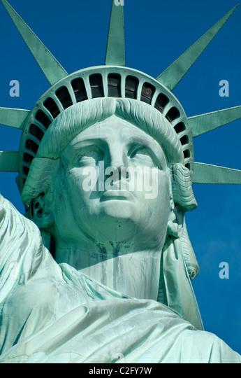 Freiheitsstatue Liberty Krone auf einem blauen Himmel Stockbild