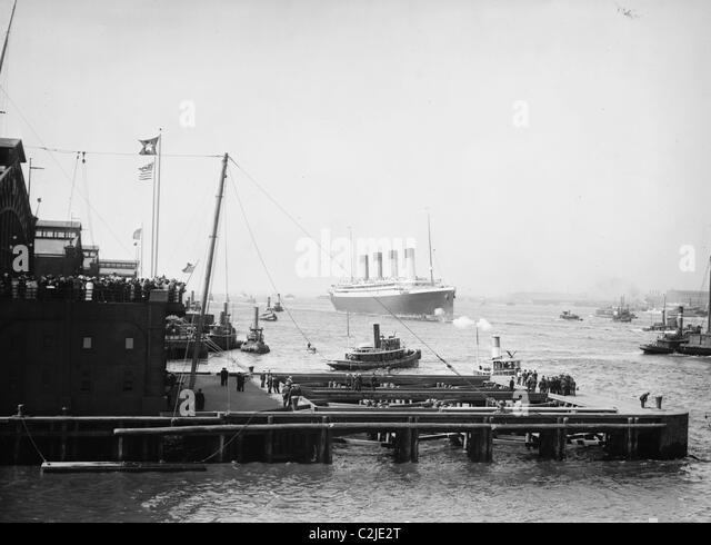 Ankunft der White Star Line ist Olympia, im Hafen von New York Stockbild