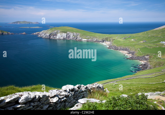 Blick über Coumeenoole Bucht, Halbinsel Dingle, County Kerry, Irland. Stockbild