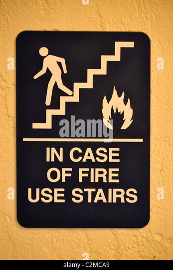 im Falle von Feuer Schilder Warnschild Stockbild