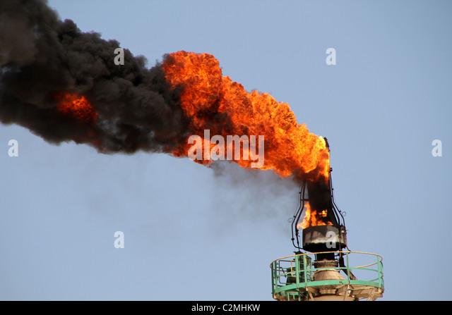 Riesige Flammen Leck aus einer Gasleitung Stockbild