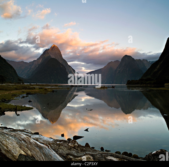 Mitre Peak, Milford Sound, Neuseeland im Morgengrauen Stockbild