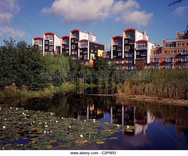Millennium Village Phase 1A, Greenwich London. Dorf mit Parkand See. Stockbild