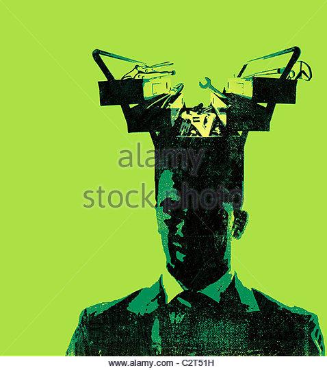 Geschäftsmann mit Toolbox, die aus seinem Kopf Stockbild