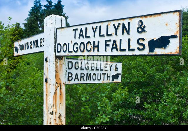 Wegweiser zu Dolgelley, Barmouth, Talyllyn und Dolgoch verliebt sich in Snowdonia, Gwynedd, Wales Stockbild
