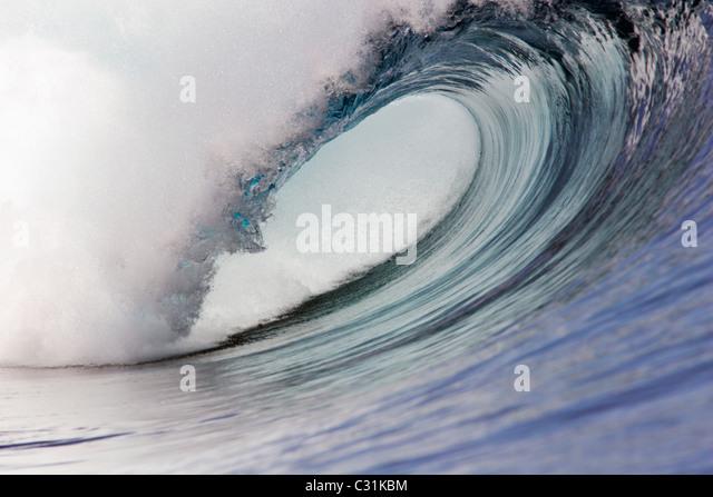 Leere Welle auf Fidschi vor der Insel Tavarua Stockbild