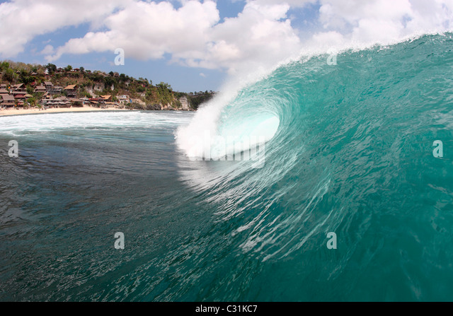 Leere Welle bricht in Bali, Indonesien Stockbild