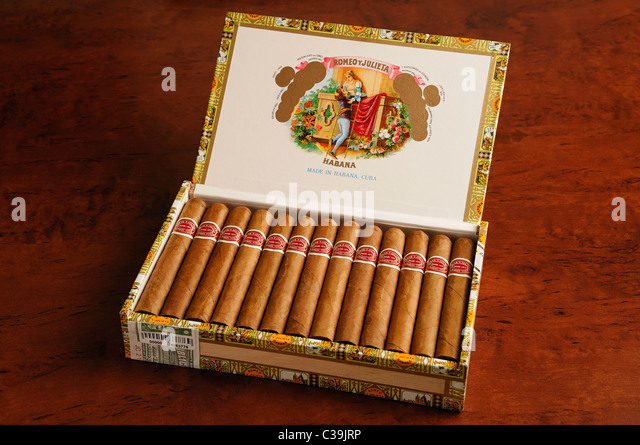 Schachtel mit kubanischen Zigarren Stockbild