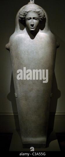Phönizischen Kunst. Zypern. Menschenaffen Marmorsarkophag mit Frauenkopf. Letztes Viertel des 5. Jahrhunderts Stockbild