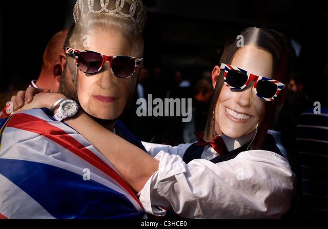 Maske der Königin Elisabeth und Kate zur Feier der königlichen Hochzeit, London, UK Stockbild