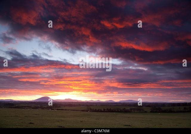 Sonnenuntergang über der Nephin Beg Berge, County Sligo, Irland. Stockbild