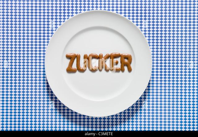Zucker mit Russisch Brot auf Teller geschrieben Wort, Nahaufnahme Stockbild