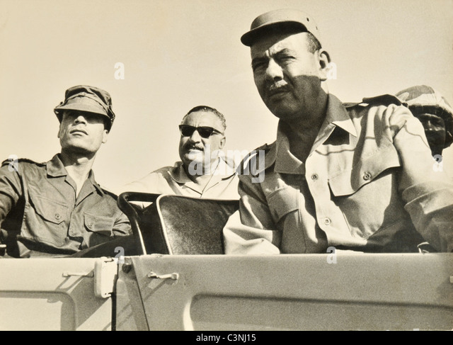 Der ägyptische Präsident Gamal Abdel Nasser und libysche Führer Oberst Muammar al-Gaddafi mit der Stockbild