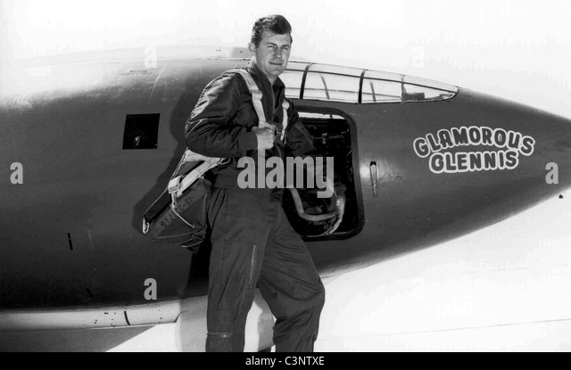 "Chuck Yeager, E.: Captain Charles Chuck"""" Yeager mit der Bell x-1. Stockbild"