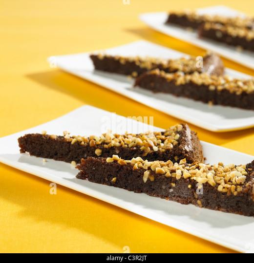 Schokoladenfondant-Kuchen mit Nüssen, Nahaufnahme Stockbild