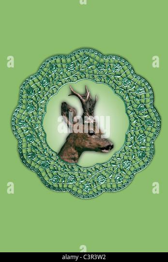 Hirsch collage Kunstwerk in Bilderrahmen vor grünem Hintergrund Stockbild