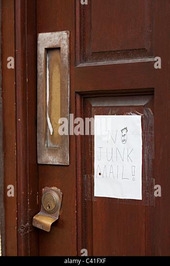 Handschriftliche No Junk-Mail-Schild an Tür Cardiff Wales UK Stockbild