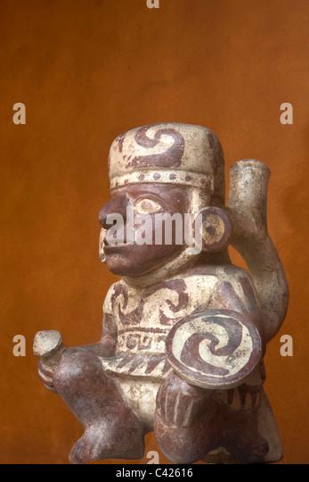 Peru, Trujillo, Moche Keramikvase, Krieger. Im Casa de Urquiaga, gehören in der Banco Central. Stockbild
