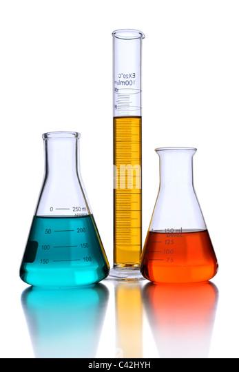 Laborglas mit Reflexion isoliert auf weißem Hintergrund Stockbild