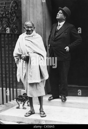 Mahatma Gandhi vor 10 Downing Street, 1931 Stockbild