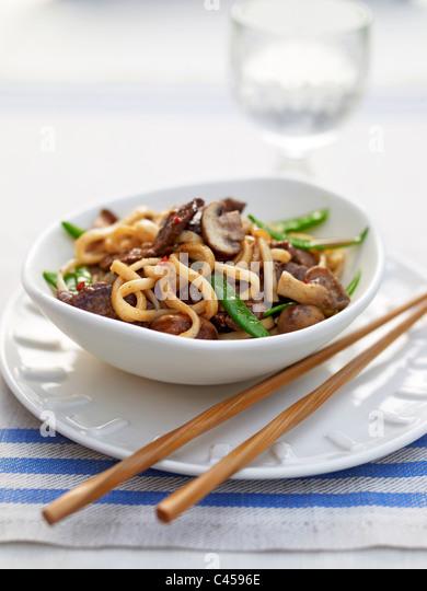 Schüssel Ingwer Rindfleisch Nudeln auf Teller, Nahaufnahme Stockbild