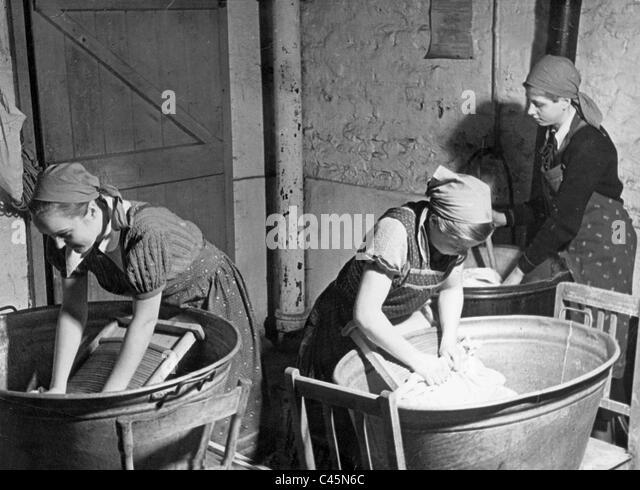 Mädchen, die Wäscherei, 30 Stockbild