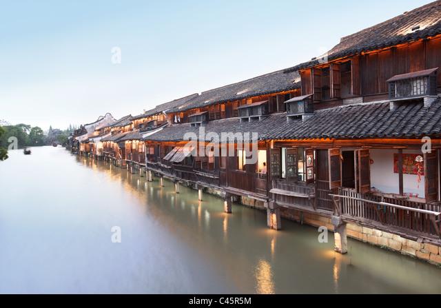 China, Jiangsu, das alte Dorf von Xizha--das Bild an der Wand ist traditionelle Neujahrsbilder. Stockbild