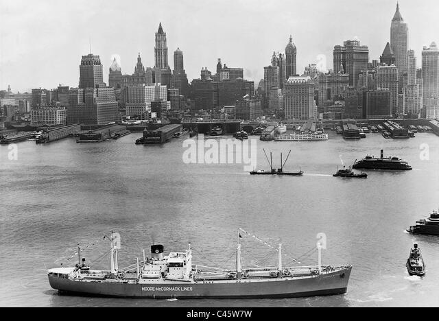 """Frachter """"Donald McKay"""" außerhalb der Hafen von Manhattan, 1939 Stockbild"""