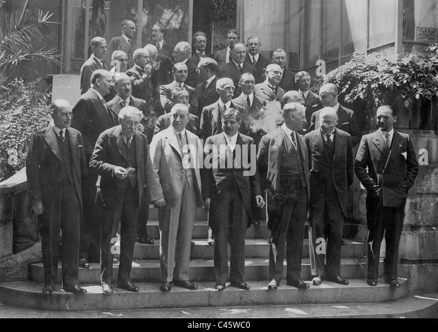 Politiker am Ende der Konferenz in Paris, 1931 Stockbild
