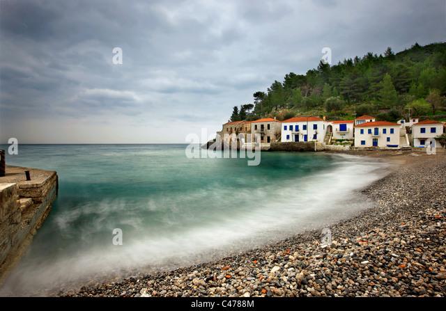 Kyparissi, ein schönes Fischerdorf mit traditioneller Architektur in der Präfektur Lakonien, Peloponnes, Stockbild
