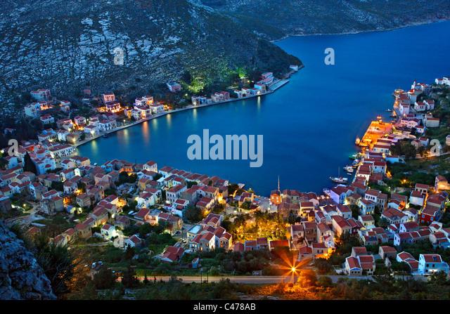 Panoramablick auf das Dorf und Hafen von Kastellorizo Insel aus dem Pfad, der Saint George Monastery geht. Griechenland Stockbild