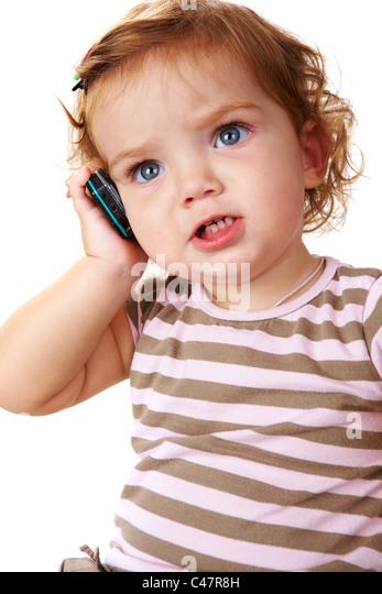Porträt von niedlichen Kleinkind sprechen von Handy Stockbild