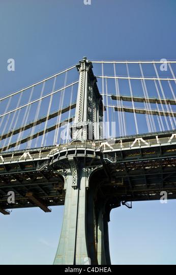 schöne verschönert exponierten Schmiedearbeiten Osten Turm Anfang des 20. Jahrhunderts Manhattan Hängebrücke Stockbild