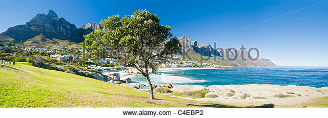 Camps Bay mit dem Tafelberg, Kapstadt, Südafrika - Stock-Bilder