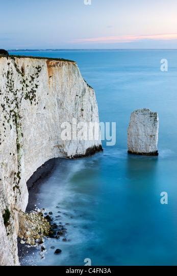 Kreide Klippen und Meer Stack am South Haven Point, in der Nähe von Old Harry Rocks, Ballard Down, Dorset, Stockbild
