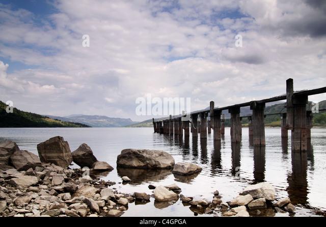 Steg auf einem schottischen loch Stockbild