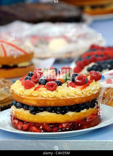 Eine große Frucht Torte auf eine altmodische Tea Party. Stockbild