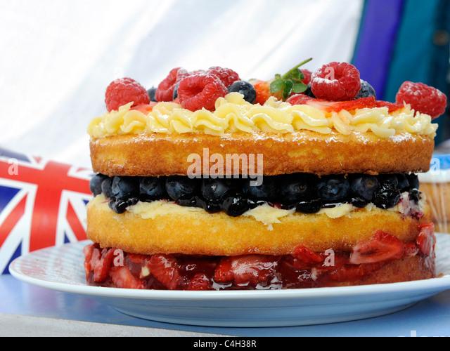 Ein britischer Kuchen, bei einem Vintage patriotischen Teeparty. Stockbild