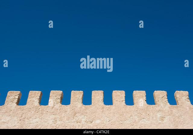 Stuck-Wand und blauer Himmel Stockbild