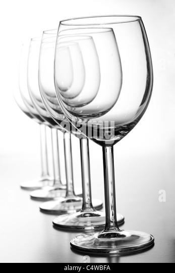 Isolierte Weingläser auf weiß Stockbild