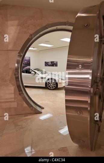 Galpin Motor Club Aston Martin Showroom. Stockbild