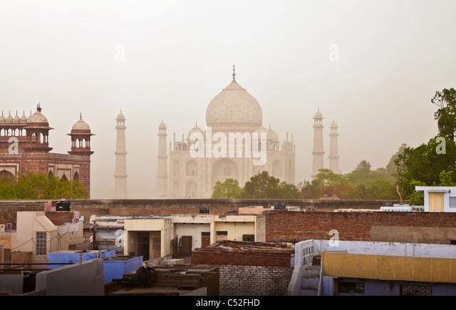 Das Taj Mahal ist ein Mausoleum befindet sich in Agra, Indien. Es ist eines der bekanntesten Bauwerke der Welt. Stockbild