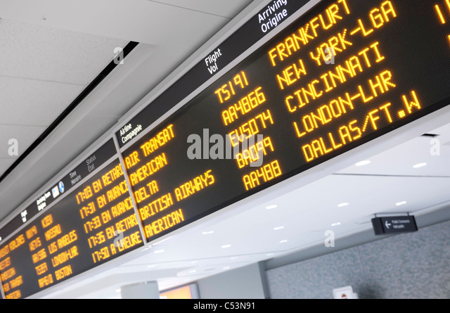 Toronto Pearson internationaler Flughafen Ankünfte board Stockbild