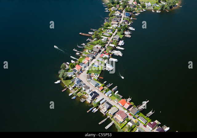 Die Niederlande, Veen, Antenne, Ferienhäuser auf der Halbinsel. Stockbild