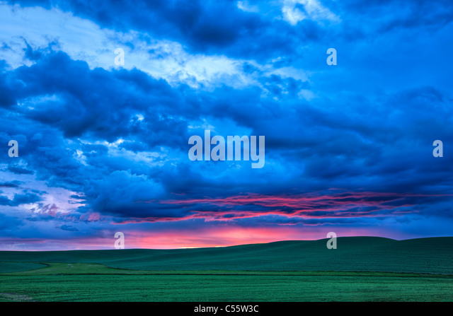 Wolken über einen Bauernhof, Palouse, Washington State, USA Stockbild