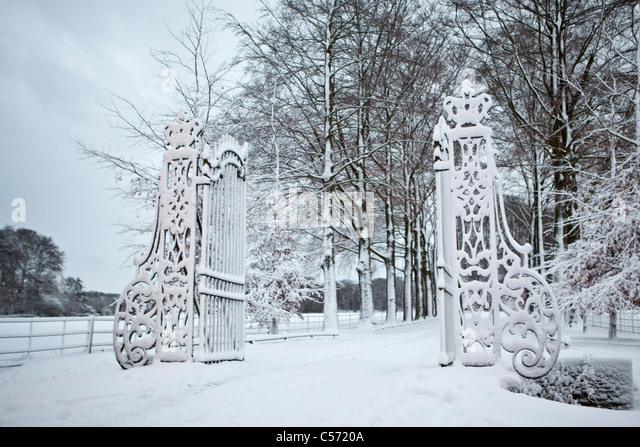 Der Niederlanden,'s-Graveland, Landgut namens Gooilust. Winter, Schnee. Eingang-Zaun. Stockbild