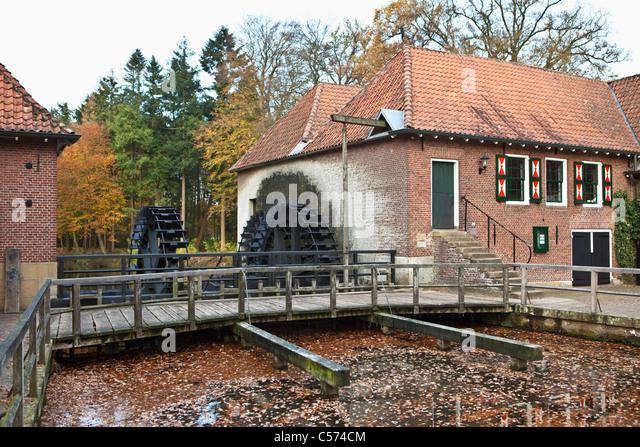 Die Niederlande, Denekamp, Wassermühle auf Landgut Singraven. Stockbild